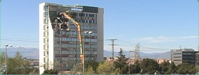 Demolición de la Renault de la Av. Burgos